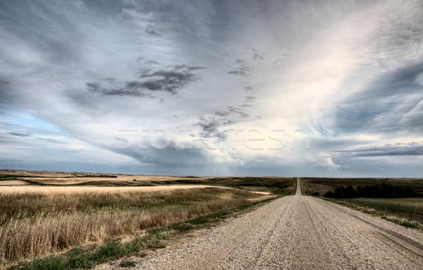 Pradera carretera nubes de tormenta saskatchewan Canadá campo Foto stock © pictureguy