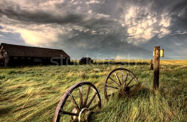 Nuages d'orage saskatchewan roues antique ciel Photo stock © pictureguy