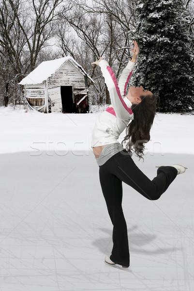 Alkat görkorcsolyázó gyönyörű fiatal nő jég korcsolya Stock fotó © piedmontphoto
