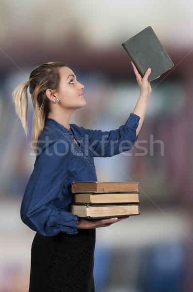 Kadın kütüphaneci güzel bir kadın kütüphane kitaplar öğrenci Stok fotoğraf © piedmontphoto