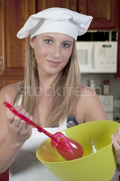 Vrouw salade mooie vrouw chef saladeschaal Stockfoto © piedmontphoto