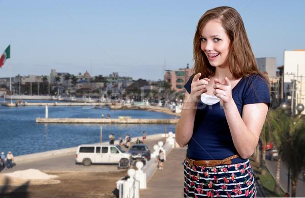 Mulher indicação dedos belo sorrindo adolescente Foto stock © piedmontphoto