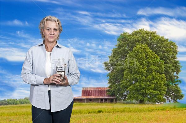 Mulher aposentadoria conta bela mulher moedas Foto stock © piedmontphoto