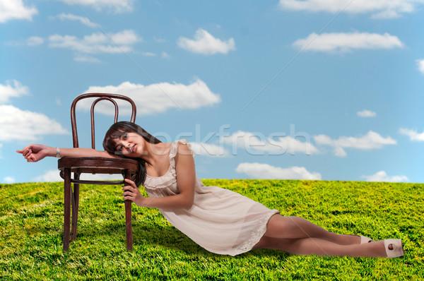 Piękna hiszpańskie kobieta młodych trawy kobiet Zdjęcia stock © piedmontphoto