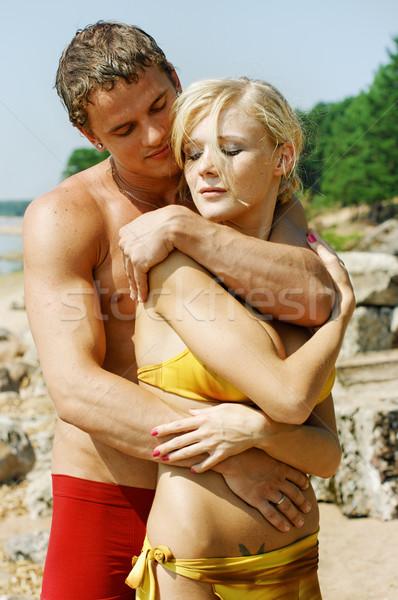 Pár tengerpart fiatal gyönyörű csók család Stock fotó © Pilgrimego