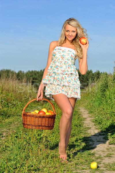 красивой блондинка ходьбе луговой продовольствие Сток-фото © Pilgrimego