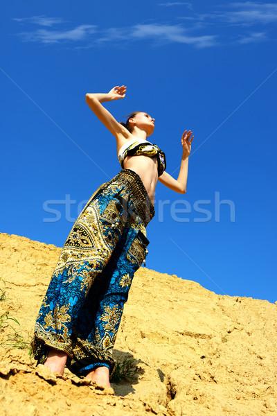 Güzel bir kadın dans kum yaz manzara gökyüzü Stok fotoğraf © Pilgrimego