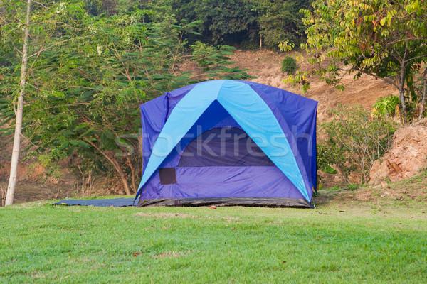 Stock fotó: Kempingezés · sátor · hegyek · nyár · mező · kék