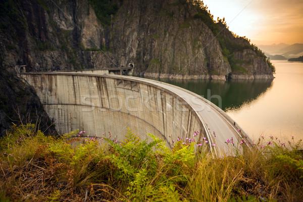 Artificielle lac derrière coucher du soleil Roumanie nature Photo stock © pixachi