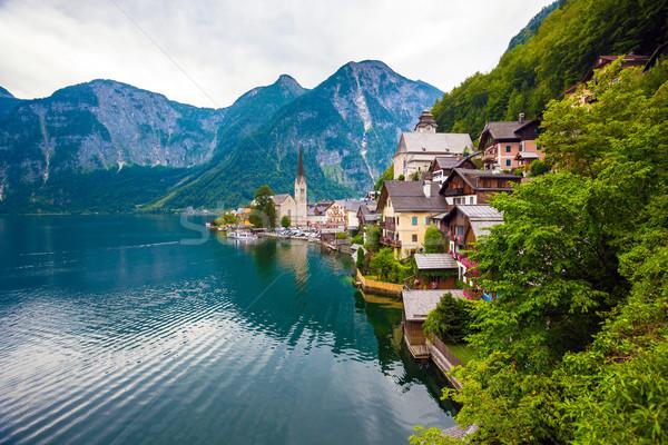 Ansicht Dorf See Alpen hinter Österreich Stock foto © pixachi