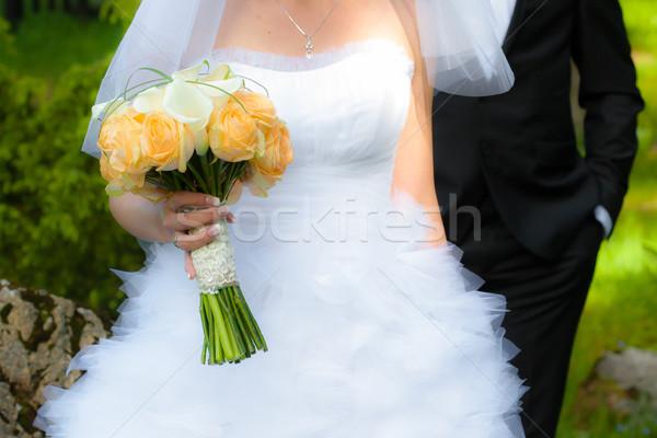 Jovem noiva buquê de casamento flores Foto stock © pixachi