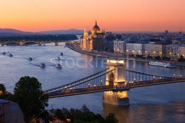 Budapest cityscape coucher du soleil chaîne pont parlement Photo stock © pixachi