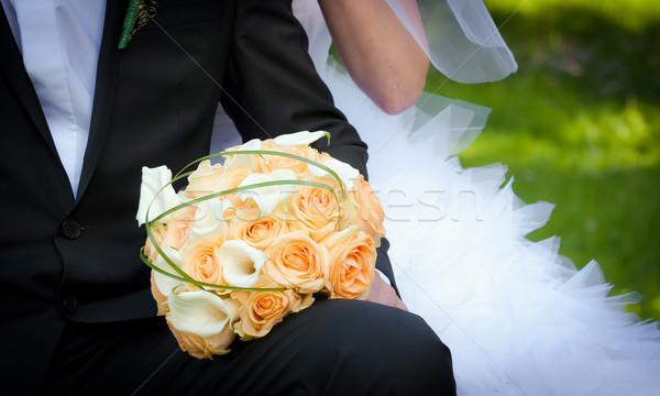 Jonge echtpaar bruid bloemen Stockfoto © pixachi