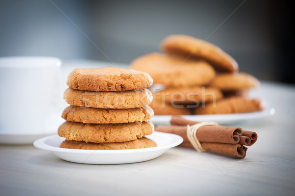 Fraîches beurre d'arachide cookies peu profond Photo stock © pixachi