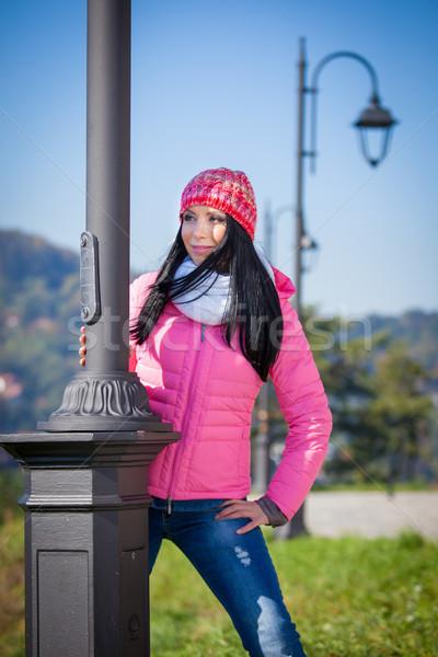 Jeune femme posant extérieur automne mode portrait Photo stock © pixachi