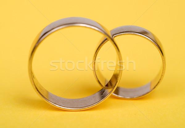 Jegygyűrűk arany citromsárga fény lánc gyűrű Stock fotó © pixelman