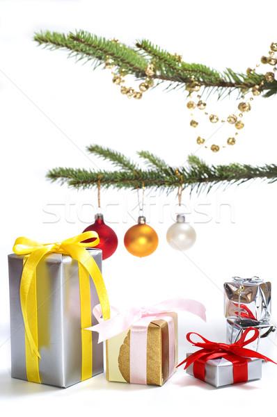árbol de navidad presenta aislado árbol pelota regalo Foto stock © pixelman