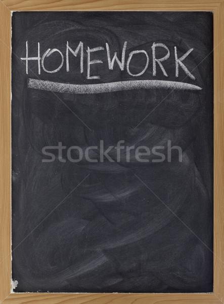Házi feladat megbízás iskolatábla szó kézzel írott fehér Stock fotó © PixelsAway