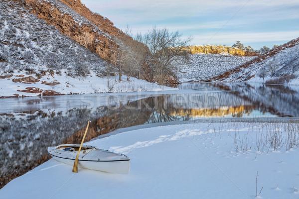 Winter kano expeditie ijzig wal reservoir Stockfoto © PixelsAway