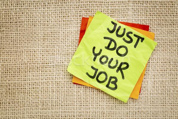 Trabalho lembrete motivacional letra nota pegajosa nota Foto stock © PixelsAway