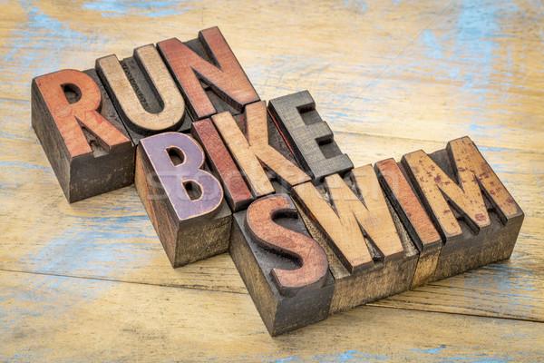 Correr bicicleta nadar madeira tipo triathlon Foto stock © PixelsAway