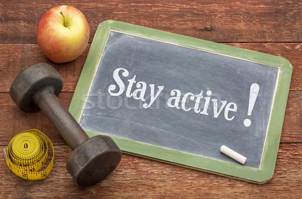 Blijven actief lifestyle Blackboard teken verweerde Stockfoto © PixelsAway