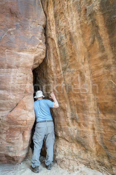 Turysta mocno kanion piaskowiec Zdjęcia stock © PixelsAway