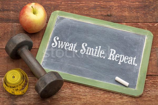 Izzadság mosoly ismétlés fitnessz iskolatábla felirat Stock fotó © PixelsAway