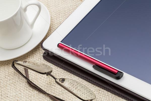 Digital estilete caneta copo café Foto stock © PixelsAway