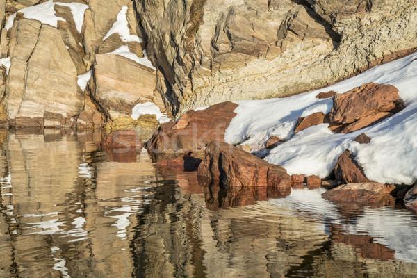 砂岩 崖 雪 水 冬 ストックフォト © PixelsAway