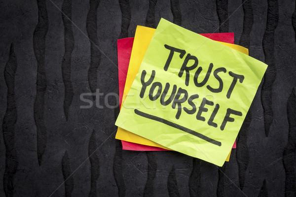 Bizalom magad emlékeztető jegyzet kézírás öntapadó jegyzet Stock fotó © PixelsAway