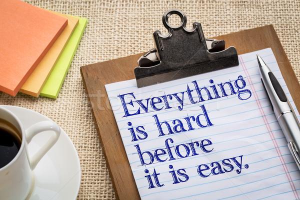 ストックフォト: 簡単 · やる気を起こさせる · スローガン · クリップボード · カップ · コーヒー