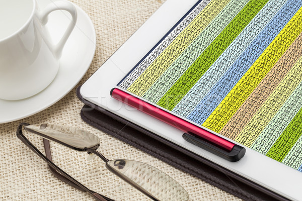 Danych arkusz kalkulacyjny cyfrowe tabletka kubek kawy Zdjęcia stock © PixelsAway