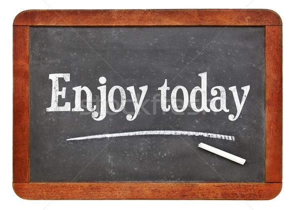 Desfrutar hoje texto lousa branco giz Foto stock © PixelsAway
