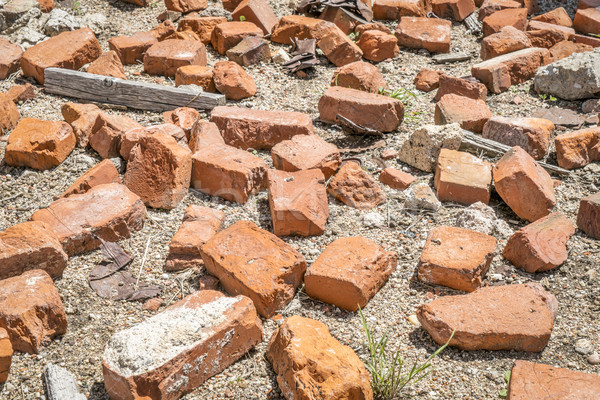 Brisé briques trash abandonné industrielle Photo stock © PixelsAway