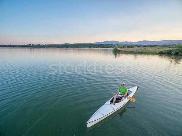 Canoa masculino lago barco caiaque Foto stock © PixelsAway