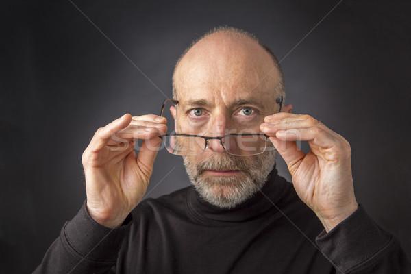 Néz olvasószemüveg 60 évek idős férfi szakáll Stock fotó © PixelsAway
