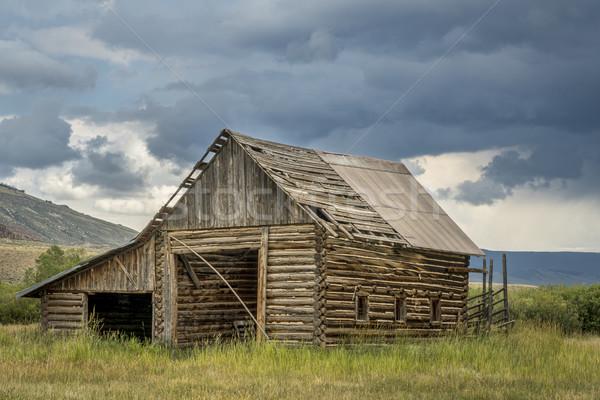 старые деревенский сарай гор бурный небе Сток-фото © PixelsAway