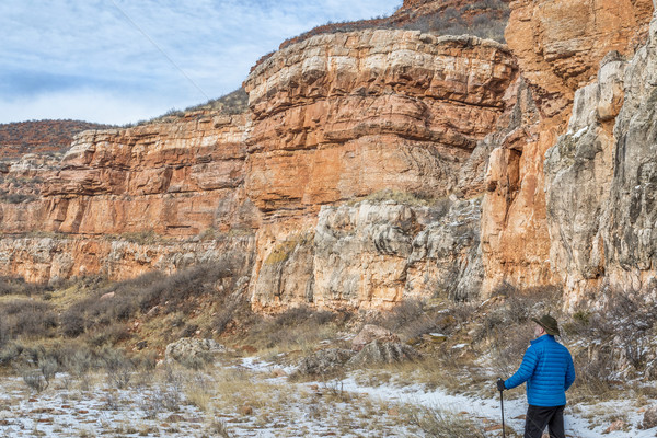 ハイカー 砂岩 峡谷 シニア 男性 ハイキング ストックフォト © PixelsAway