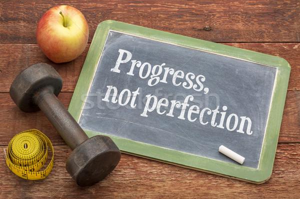 Vooruitgang niet perfectie witte krijt tekst Stockfoto © PixelsAway