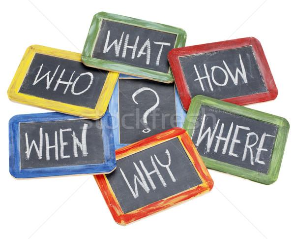 Foto stock: Preguntas · lluvia · de · ideas · la · toma · de · decisiones · qué · blanco · tiza
