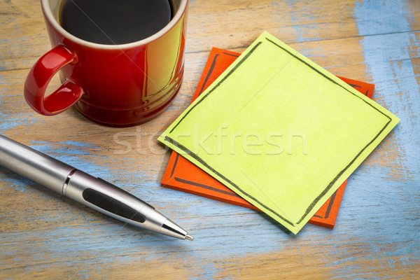 Verde nota pegajosa café caneta copo escritório Foto stock © PixelsAway