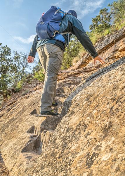ハイカー 急 歩道 山 男性 登山 ストックフォト © PixelsAway