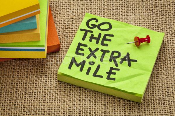 Extra motivacional lembrete procrastinação letra nota pegajosa Foto stock © PixelsAway