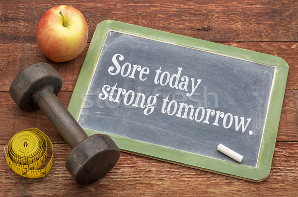 Dolorido hoje forte amanhã fitness lousa Foto stock © PixelsAway