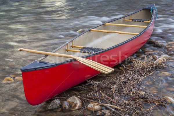 Piros kenu fából készült part sekély gyors Stock fotó © PixelsAway
