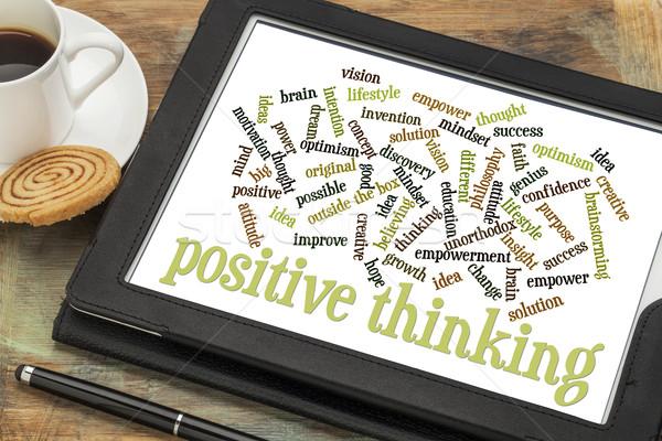 Foto stock: Positivo · pensando · nuvem · da · palavra · digital · comprimido · copo