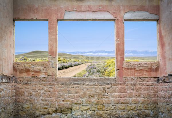Ranch route montagne vallée vue fenêtres Photo stock © PixelsAway