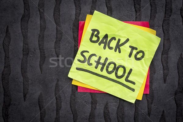 De volta à escola lembrete nota letra nota pegajosa preto Foto stock © PixelsAway