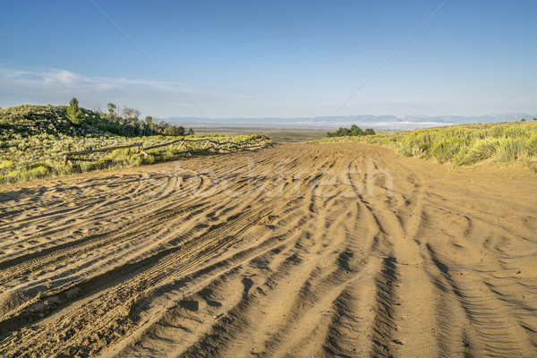 Szeroki piaszczysty drogowego Colorado na północ piasku Zdjęcia stock © PixelsAway